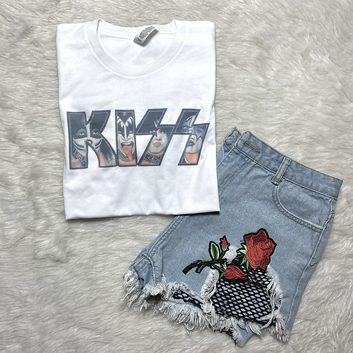 Kisses Graphic T-shirt ( Vintage Feel ) Band Tee