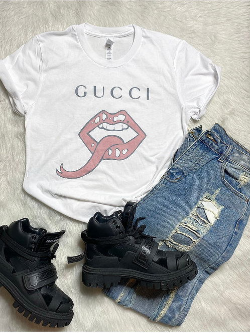 Snake Lips Graphic T-shirt ( Vintage Feel )
