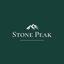 Logo da Stone peak com montanhas