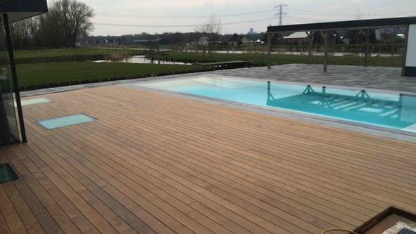 ipé terras aan zwembad
