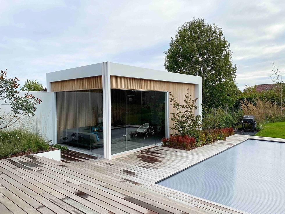 modern poolhouse 3 witte palen .jpg