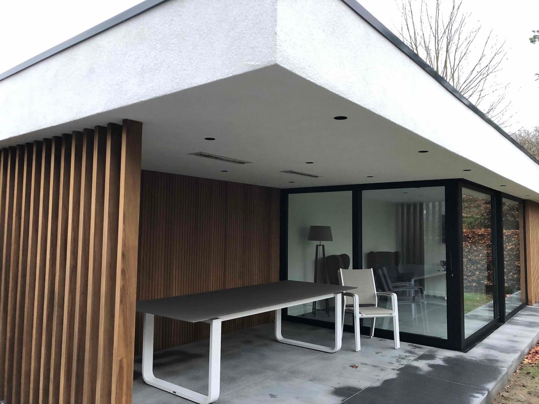 modern poolhouse met schuiframen .jpg