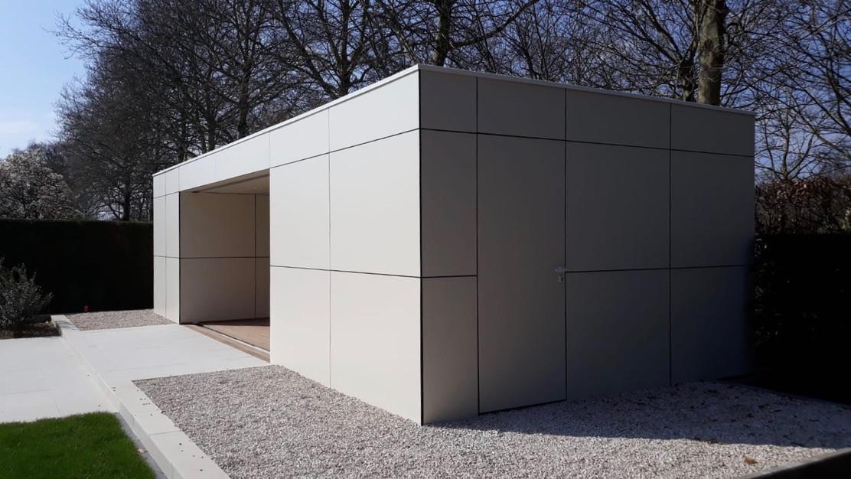 modern poolhouse met witte trespa platen
