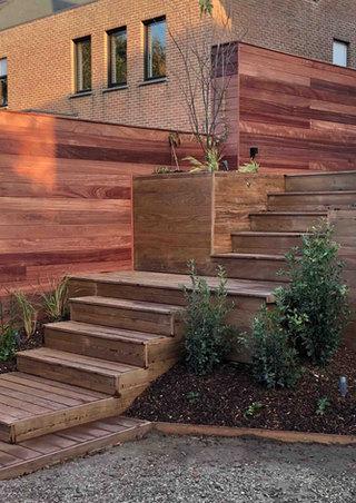 Padoek tuinwand met ipé terrasplanken