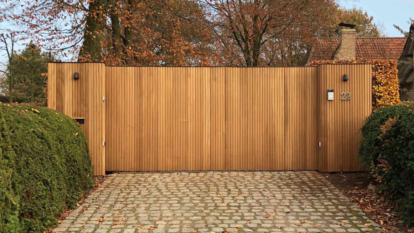 houten schuifpoort , thermowood ayous triple