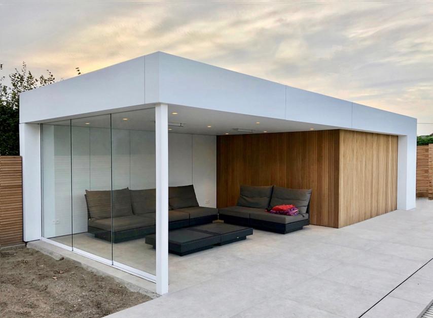 modern poolhouse wit met verschuifbaar g