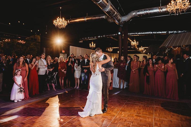 twelve oak estate dj kevin snow wedding bride and groom dance