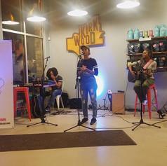 _cfortunewrites shares beautifully written spoken word at #girlsandguitars #atlanta #taproomcoffee