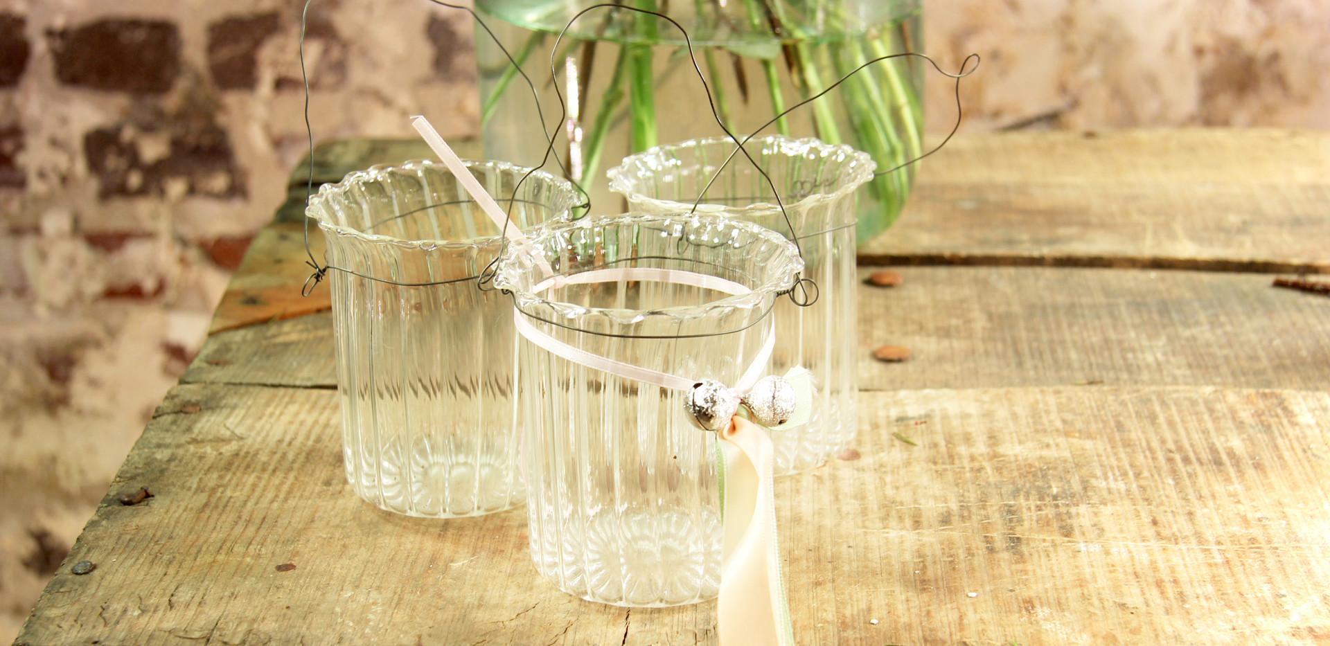 Kleine Glasvasen mit Henkel- Je Stk. 0,50 Euro