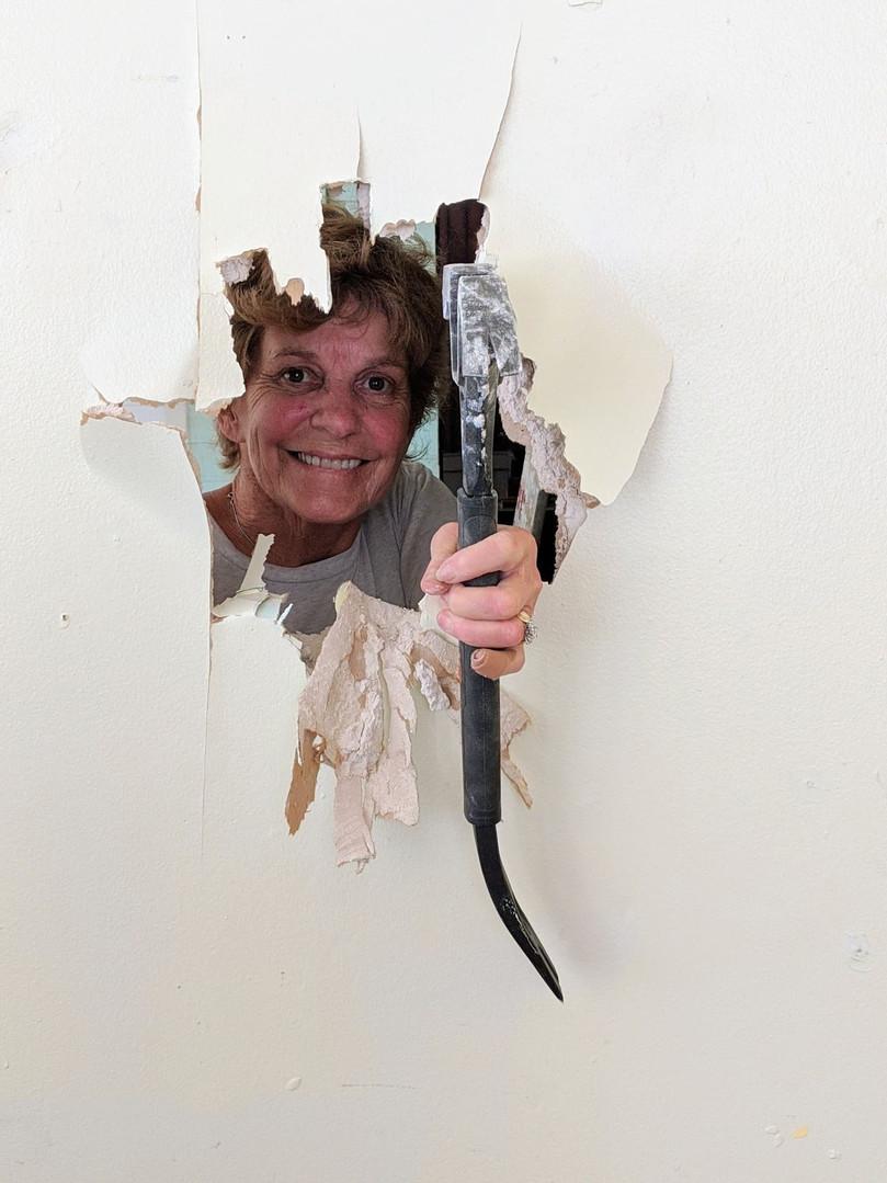 Pam knocking.jpg