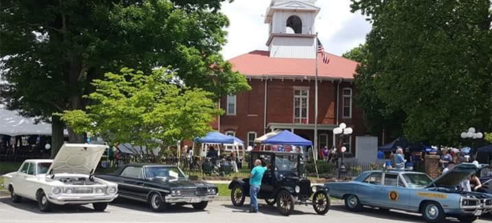 Parade of cars on show  at the TN Mountain Laurel Festival