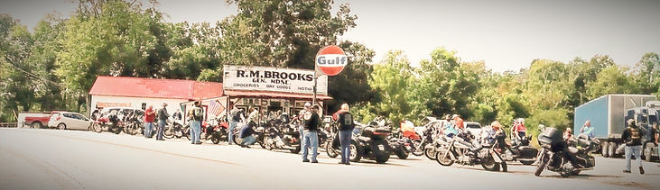 BROOKS%20STORE%20AND%20MOTORCYCLES_edite