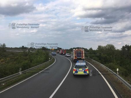 PKW Brand auf Autobahn (16.05.2020)