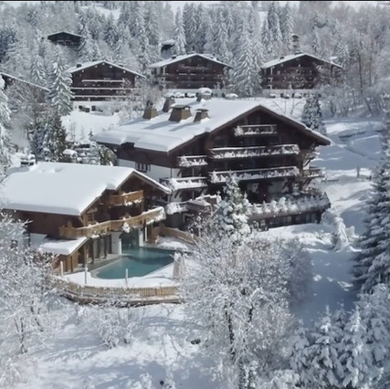 FILM FOUR SEASONS CHALET