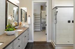 Bathroom_Wilmington_RegalWhite_BlackGlaz