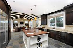 Slate-Floor-Tile-in-a-Modern-Kitchen-1