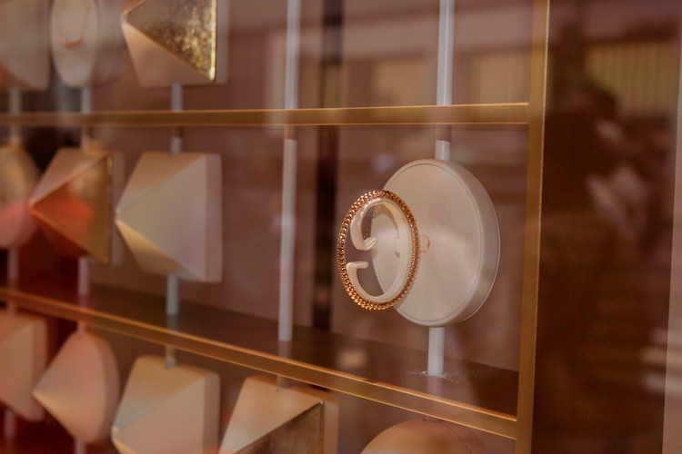 Window Display Animation - In-store furniture and display design