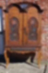 Antikviteter skap datert 1818 antikk