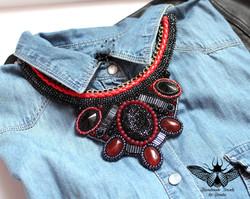 collier textile rebrodé de perles