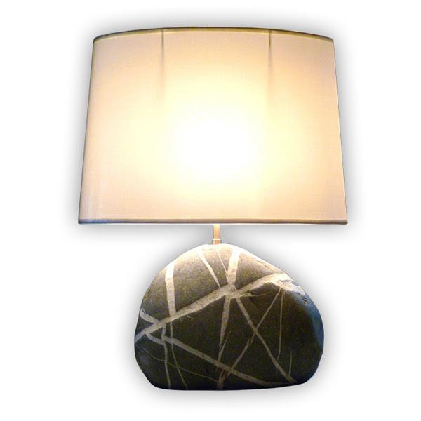 Geolampes - Lampe calcaire avec incrustation calcite