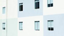 Tri-Colored Construção