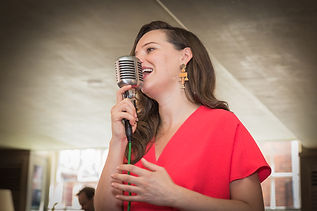 Lady event singer in a resturant in central london