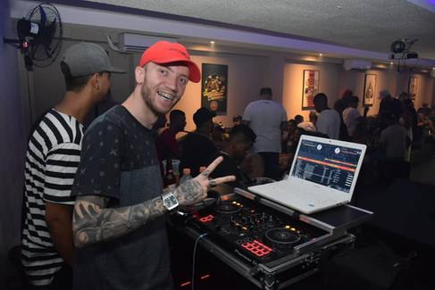 DJ Galego depois de fazer os cursos de DJ da EMD