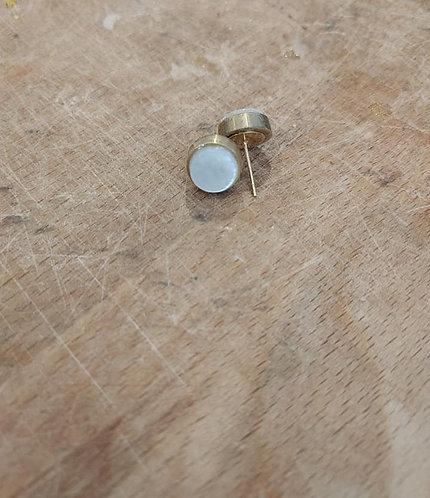Handgemaakte oorbellen klein saxofoontoets parelmoer