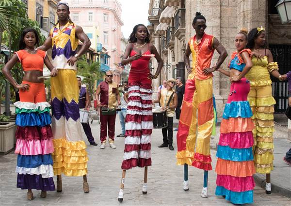 Street performers in Habana Vieja (old Havana)
