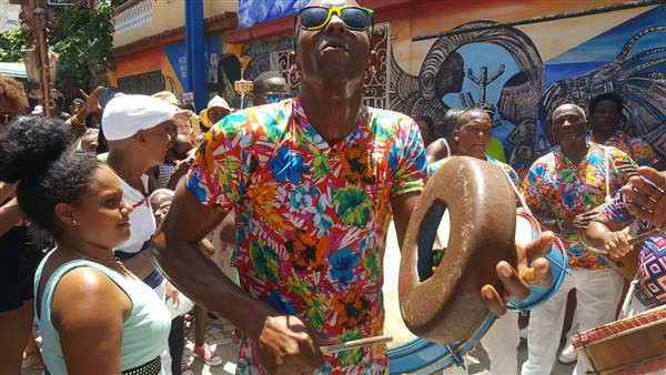 DiasporaES group enjoys Afro Cuban traditions. Callejon de Hamel , Cayo Hueso, Centro Habana