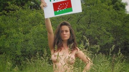 Lucie Lucas alias Clem apparaît nue pour défendre les agriculteurs sur son compte Instagram