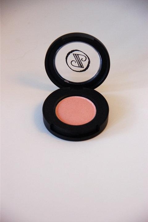 Mineral Eyeshadow in Bashful Peach