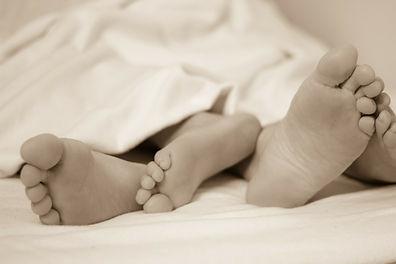 feet in bed-224680_1920 (2).jpg