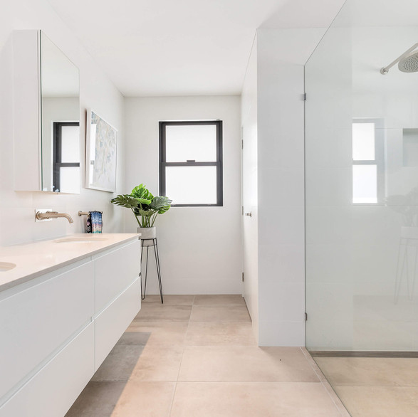 Crisp clean bathroom renovation on Sydney's Northern Beaches