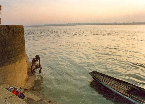 4 Ganges river bather and boat.JPG