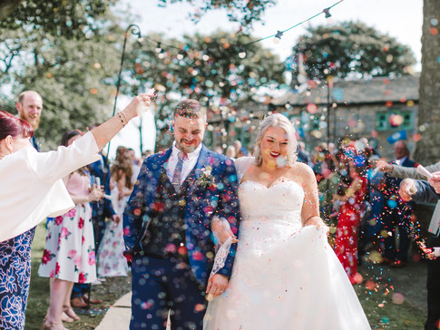 confetti at hudderfsile dwedding