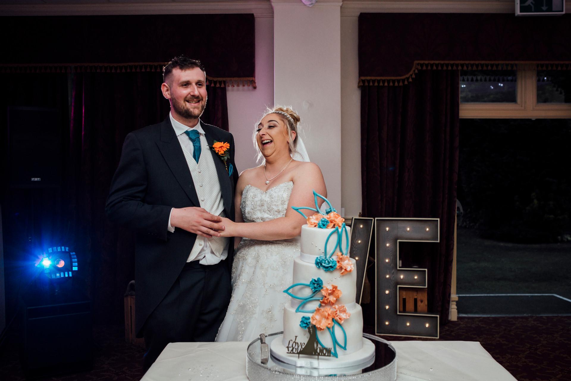 lancashire wedding photography cake cut
