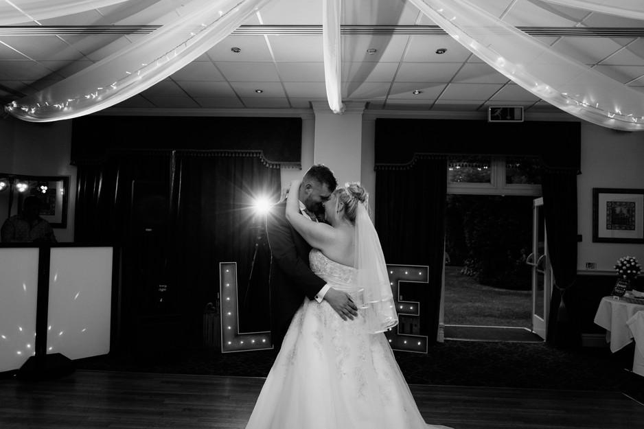 wedding photographer blackburn first dance