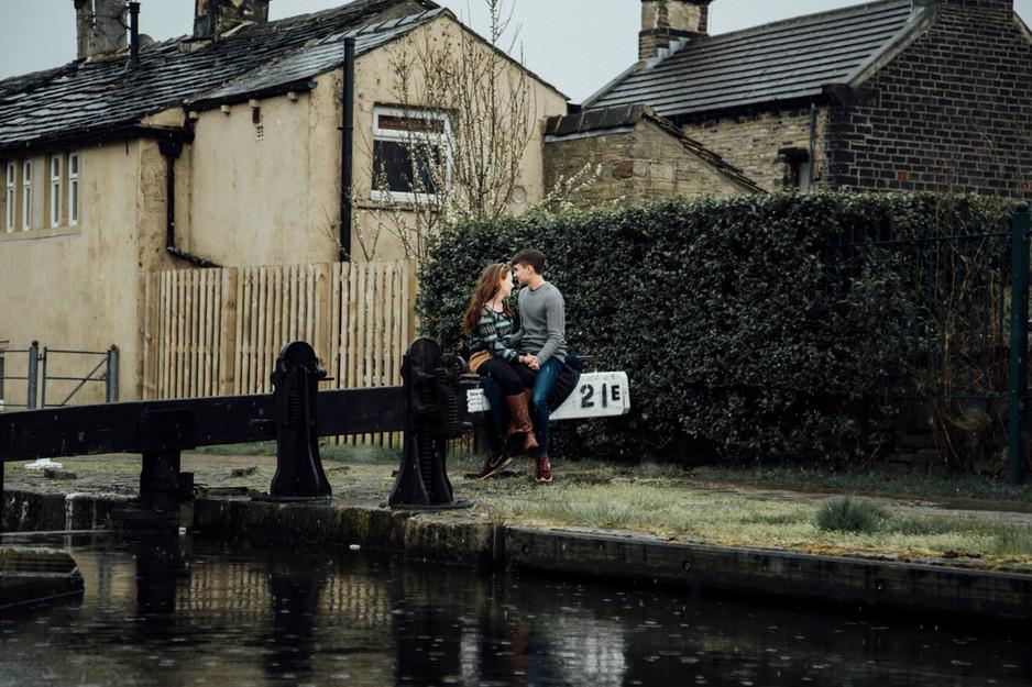 engagement photograoher slaithwaite canal