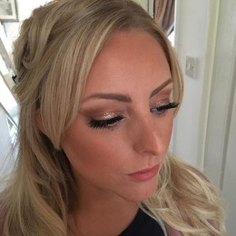 Can't step away from the ✨✨✨ Too pretty 😍Hair by _tangleshairandbeauty #isabellegracemakeupartistry #northdevonmakeupartist #devonmakeuparti