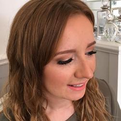 Peachy 🍑, bronzed ☀️& drop dead gorg 😍#isabellegracemakeupartistry #northdevonmakeupartist #devonwedding #devonmakeupartist #makeupbyme