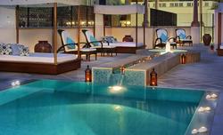 Piscine-du-spa-du-Ritz-Carlton-à-Dubai