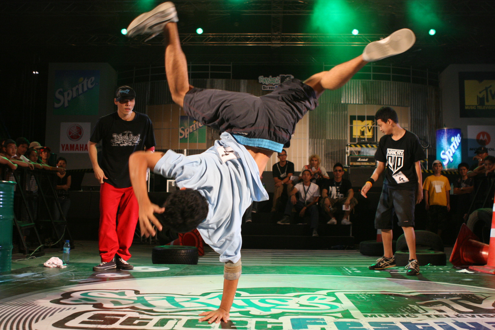 Thai_Breakdancers.jpg