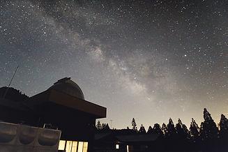 ドームと天の川.jpg