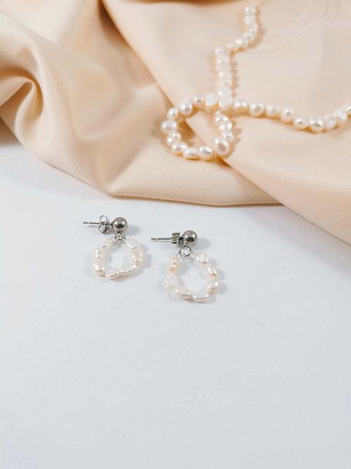 Tiny Pearls Studs - ELEFANTEZ