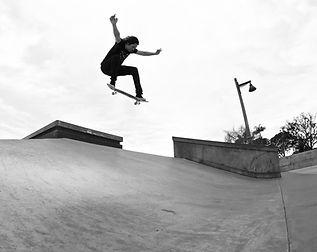 Mario Rubalcaba skating by Mario Andrade