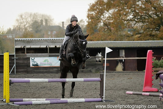 Lizzie & Alison fly the corner in the arena eventing clinic