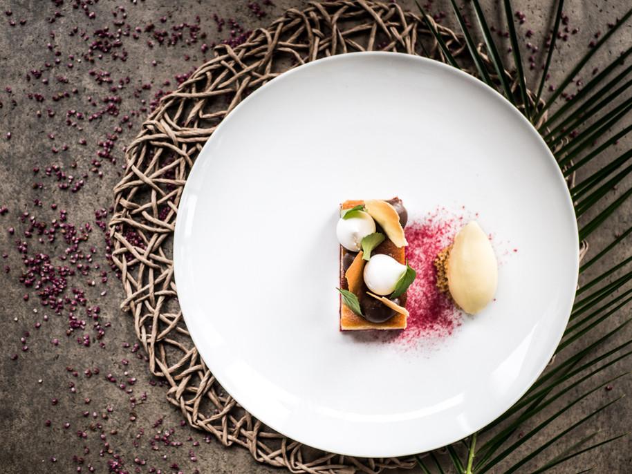 Bakewell tart z wiśniami i lodami waniliowymi
