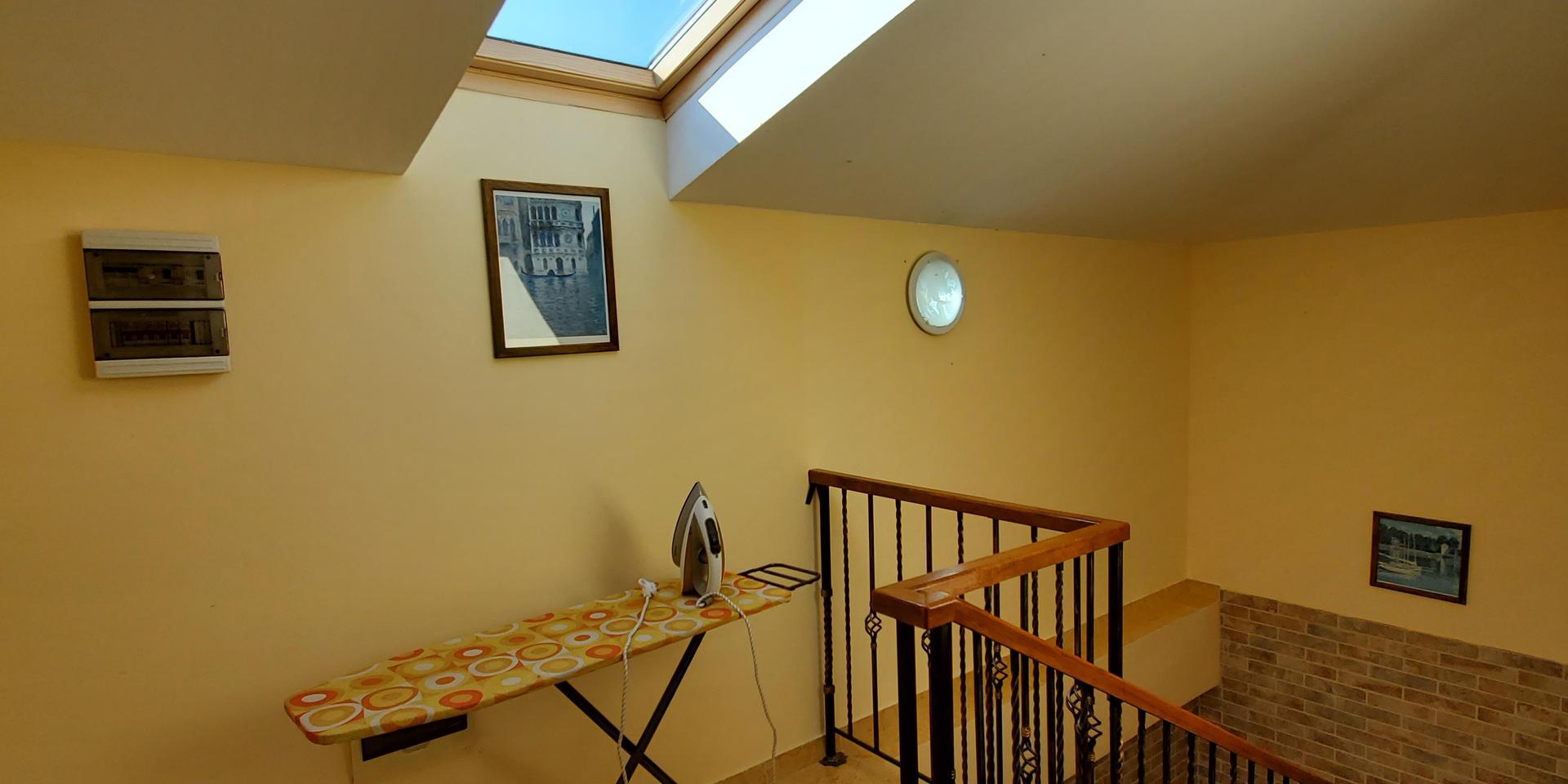 stairs & hall - 20200731_163708.jpg