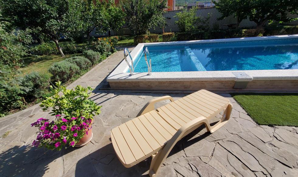 garden & pool - 20200731_165017.jpg